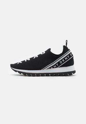 ABBI RUNNER - Nazouvací boty - black