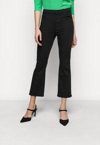 J Brand - FRANKY HIGH RISE CROP - Jean bootcut - seriously black - 0