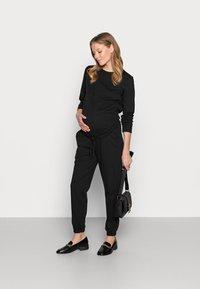 Anna Field MAMA - Jumpsuit - black - 1