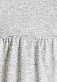 Anna Field MAMA - Sukienka z dżerseju - light grey - 2