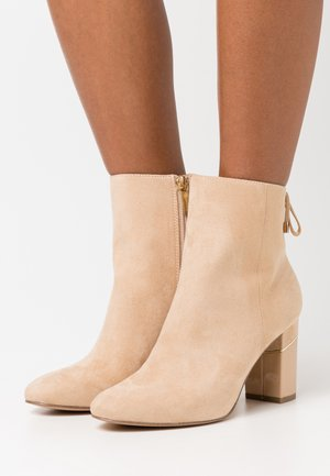 BOOTS - Bottines - almond