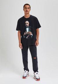 "PULL&BEAR - ""DER PATE"" - T-shirts print - black - 1"