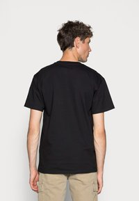 Carhartt WIP - CHASE - T-paita - black/gold - 2