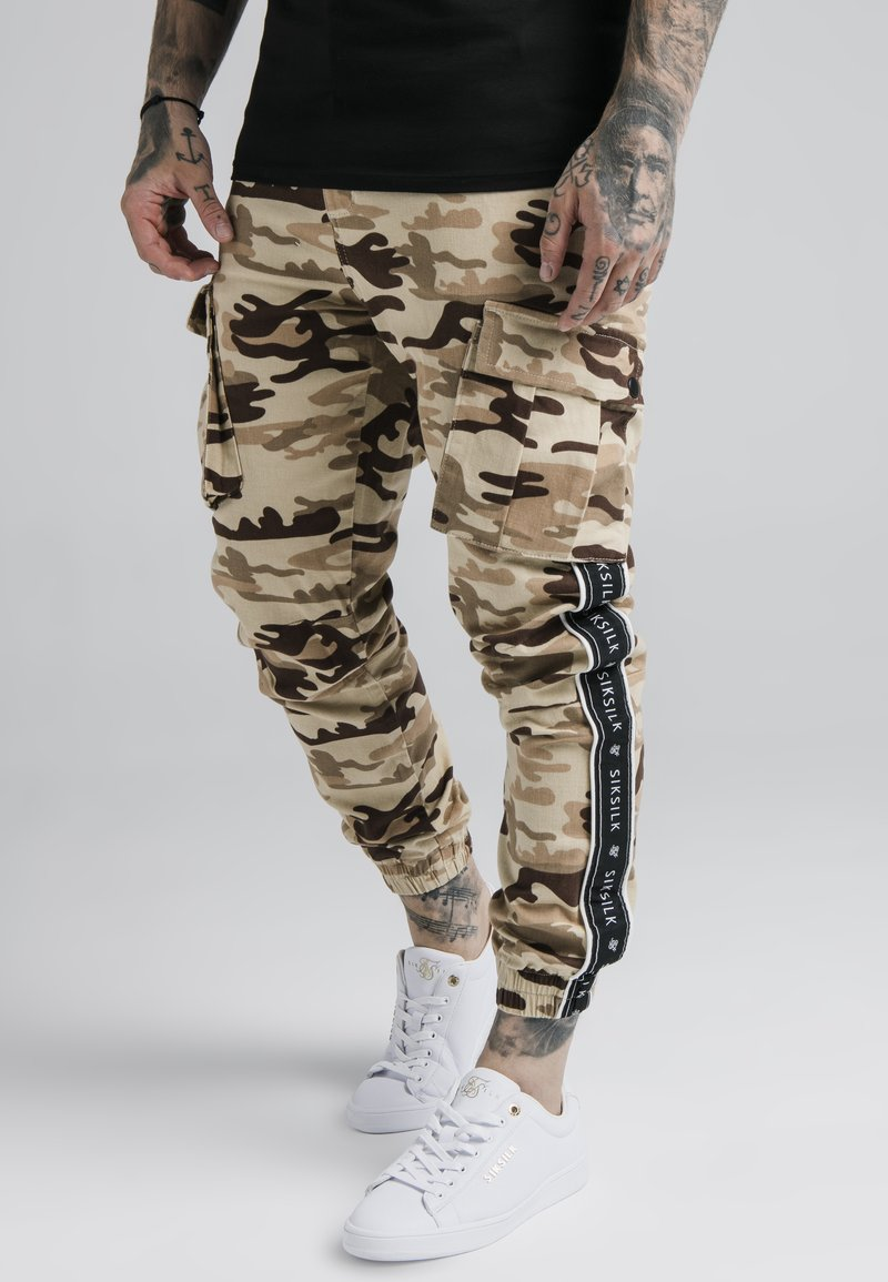 SIKSILK - FITTED TAPED CARGO - Cargo trousers - desert