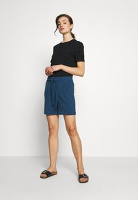 ONLY - ONLSAGE RUNA LIFE  STRIPE   - Shorts - insignia blue - 1
