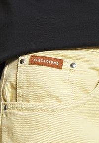 Alexa Chung - FLARED  - Široké džíny - faded yellow - 3