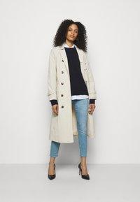 J Brand - MID RISE CROP - Jeans Skinny Fit - domina - 1