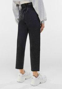 Bershka - Jeans straight leg - dark grey - 2
