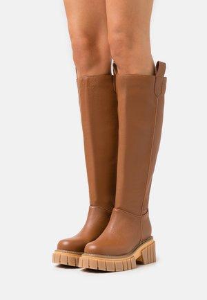 FIGHTER - Platåstøvler - brown