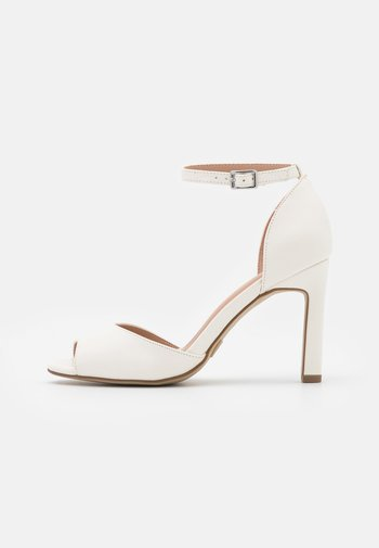 Peep toes - white