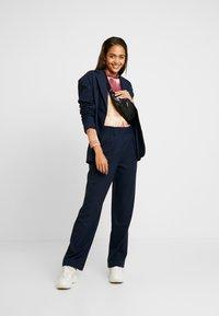 Envii - PANTS  - Spodnie materiałowe - navy blazer - 1
