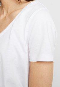 Zalando Essentials - Basic T-shirt - white - 4