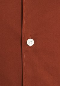 Tiger of Sweden - FILBRODIE - Chemise classique - rust red - 2