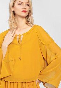Apart - Robe d'été - yellow - 3
