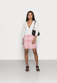 Missguided Petite - BRUSHED CHECK MINI SKIRT - Mini skirt - pink - 1