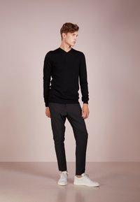 Bruuns Bazaar - CHARLES - Maglione - black - 1
