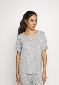 Hunkemöller - LOOSEFIT EYES - Pyjama top - warm grey melee - 0