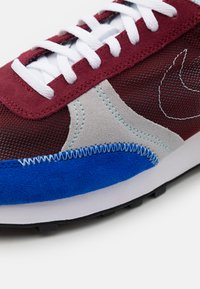 Nike Sportswear - DBREAK TYPE UNISEX - Trainers - team red/racer blue/light smoke grey/glacier ice - 7