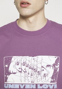 Edwin - UNEVEN LOVE UNISEX - Print T-shirt - chinese violet - 6