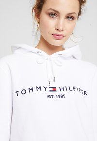 Tommy Hilfiger - HOODIE - Mikina skapucí - classic white - 4