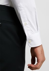 OppoSuits - SOLID COLOUR - Formal shirt - white knight - 5