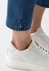BRAX - STYLE CARO  - Slim fit jeans - blue - 4