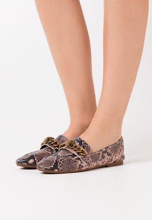 CHELSEA LOAFER - Nazouvací boty - pink