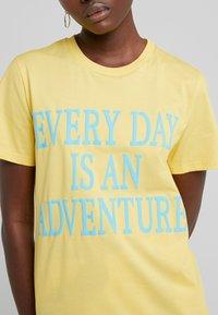 Alberta Ferretti - EVERYDAY - Print T-shirt - yellow - 5