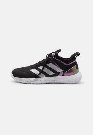 ADIZERO UBERSONIC 4 CLAY - Tennissko til grusbane - core black/silver metallic/footwear white