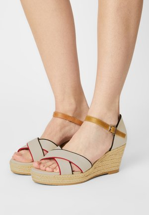 Platform sandals - grey