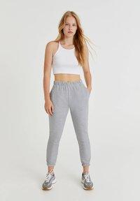 PULL&BEAR - Pantalon de survêtement - light grey - 1