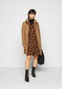ONLY Petite - ONLMICHIGAN COAT - Classic coat - toasted coconut/melange - 1