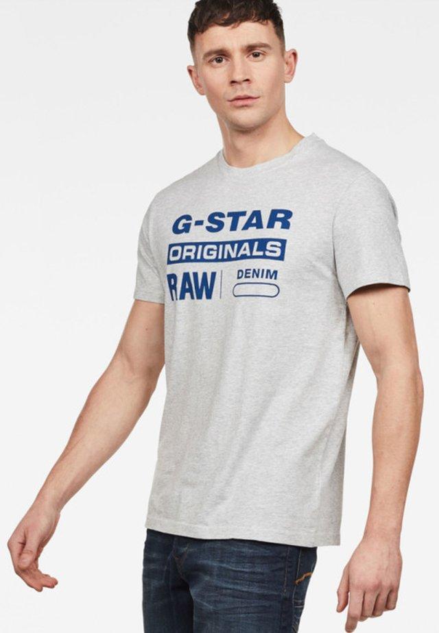 GRAPHIC - Camiseta estampada - grey
