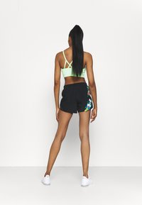 Under Armour - FLY BY 2.0 FLORAL SHORT - Sports shorts - black - 2