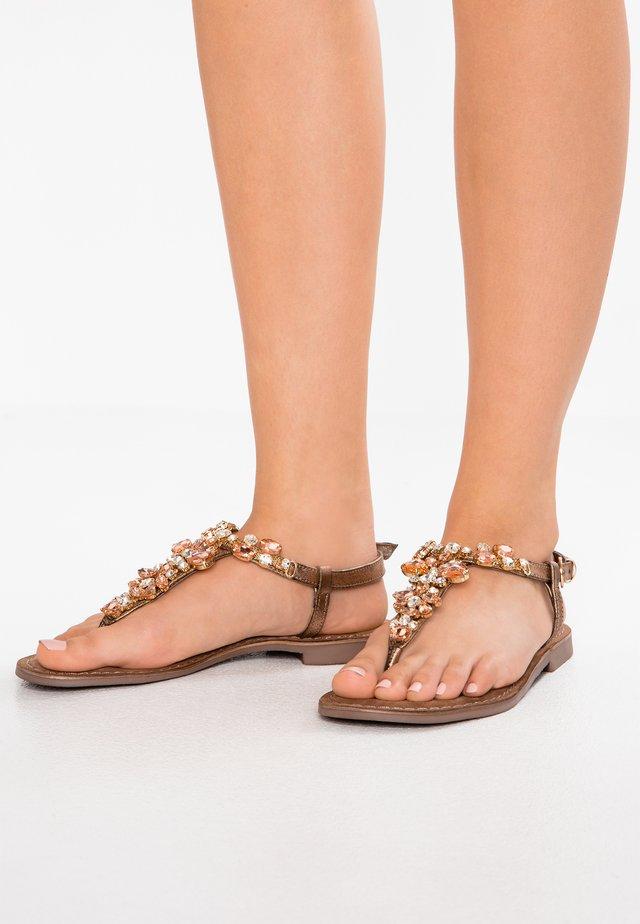 Sandaler m/ tåsplit - copper