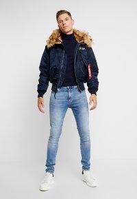 Alpha Industries - HOODED CUSTOM - Light jacket - rep blue - 1