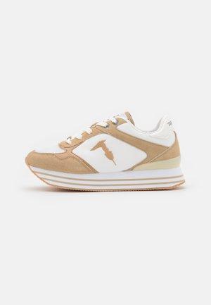 CELTIK MIX - Sneakersy niskie - beige