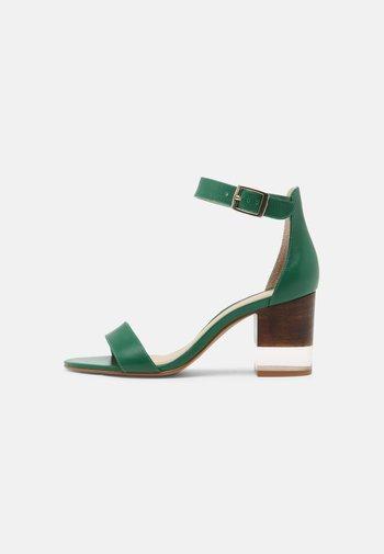 VAIA - Sandals - vert