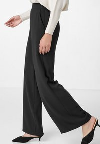 HALLHUBER - LOOSE FIT - Trousers - black - 2