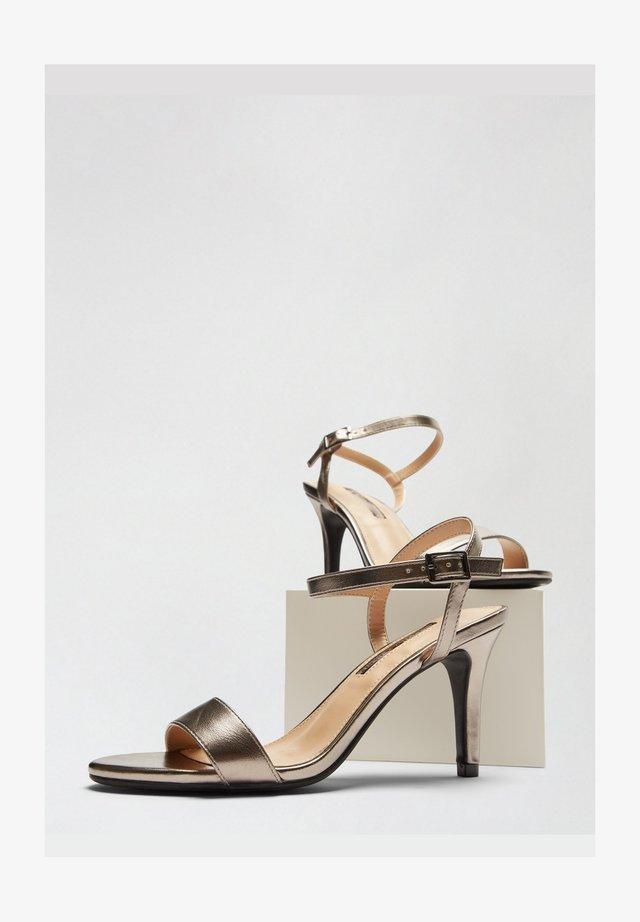Sandały na obcasie - grey