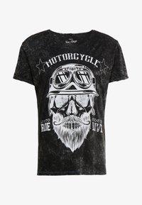 MT BEARDED BIKER - T-shirt med print - black