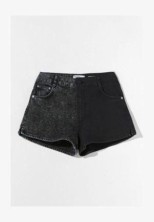 MIT KONTRASTEN - Denim shorts - black