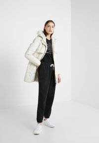 Lauren Ralph Lauren - HAND SHILD - Down coat - moda cream - 1