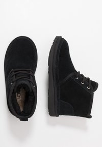 UGG - NEUMEL - Bottines à lacets - black - 0