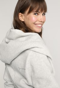 Yogasearcher - SUPTA - Fleece jacket - light grey - 7