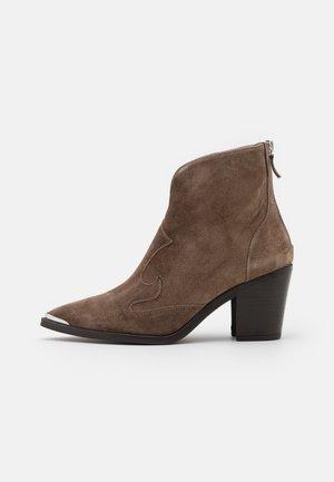 MARCEL - Kovbojské/motorkářské boty - taupe