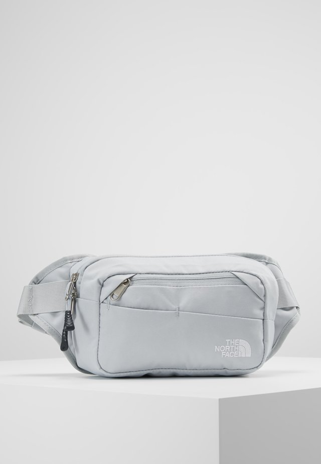BOZER HIP PACK UNISEX - Schoudertas - high rise grey/white