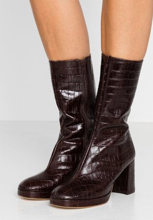 CARLOTA - Platform boots - mahogany