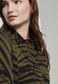 mine to five TOM TAILOR - Zebra-Muster - Summer jacket - olive zebra design - 3