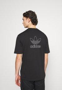 adidas Originals - TREFOIL TEE - Print T-shirt - black/white - 2